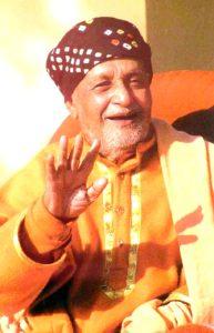 Swami Satyananda-mit-segnender-hand